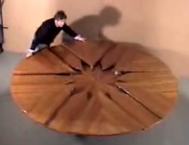 人数に合わせて伸び縮みするテーブル.JPG