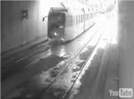 地下鉄を車が走る_2.jpg