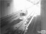 地下鉄を車が走る_3.jpg
