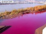 中国、黄河が赤河に…まるでワインのような河.jpg