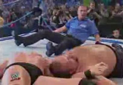 プロレスリングが崩壊するほど強烈な技.JPG