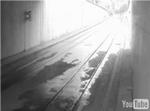 地下鉄を車が走る_1.jpg
